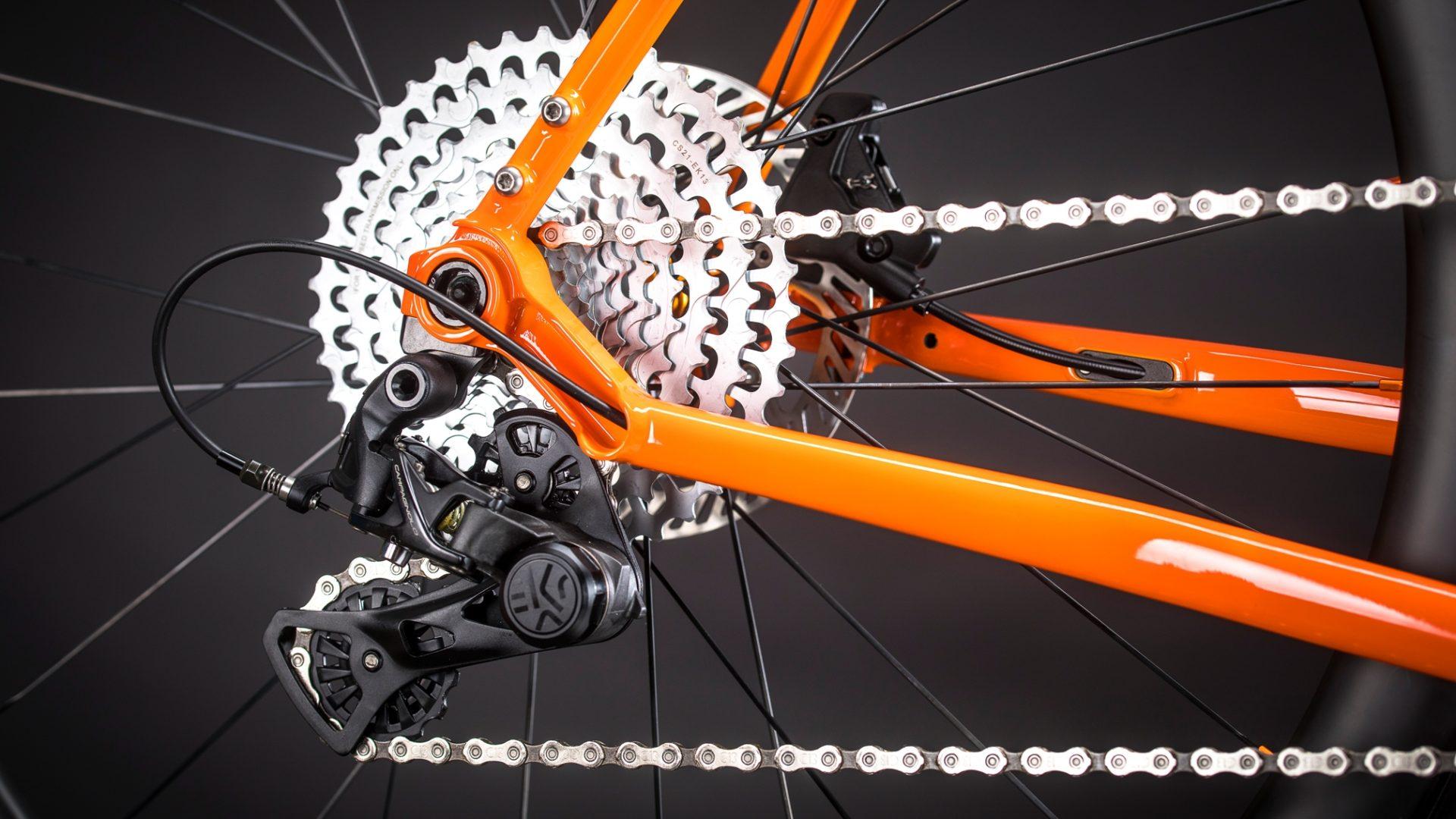 Komplett innenverlegt Brems- und Schaltzüge